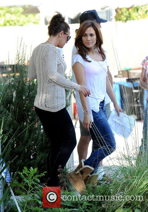 Jennifer Lopez and Leah Remini 11