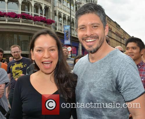 Rodrigo y Gabriela Busk on Grafton Street