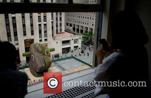 Jeff Koons unveils Split-Rocker