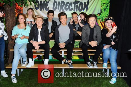 Fans unveiling the new One Direction wax figures