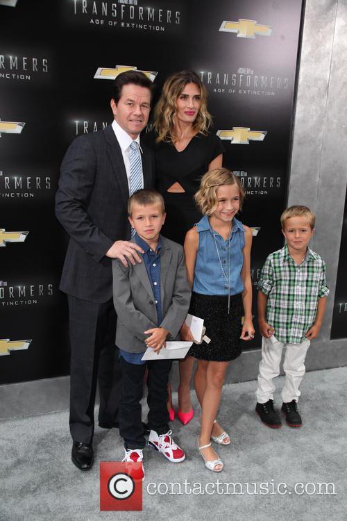 (l-r) Brendan Wahlberg, Mark Wahlberg, Ella Rae Wahlberg, Rhea Durham and Michael Wahlberg 2