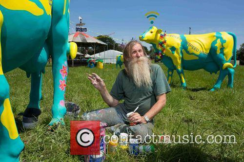 Glastonbury gets free \moobile\ Wi-Fi hotspots.