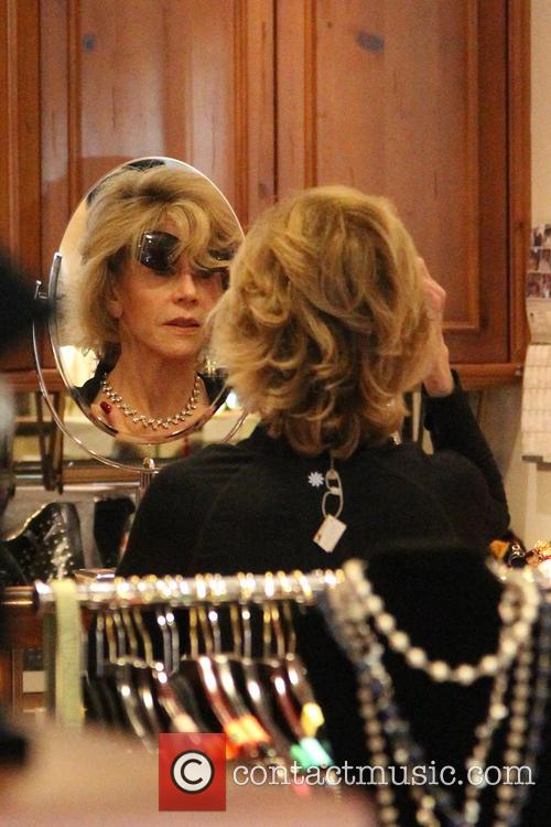 jane fonda jane fonda tries on accessories 4262149