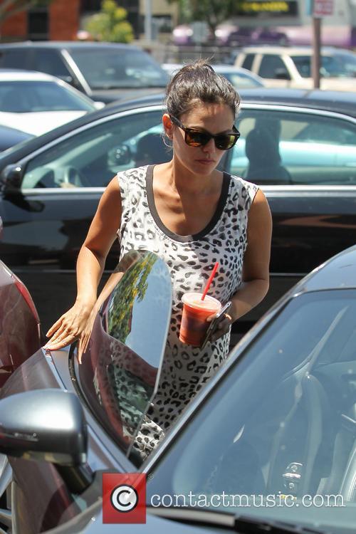 Pregnant Rachel Bilson and her boyfriend Hayden Christensen step out for smoothies