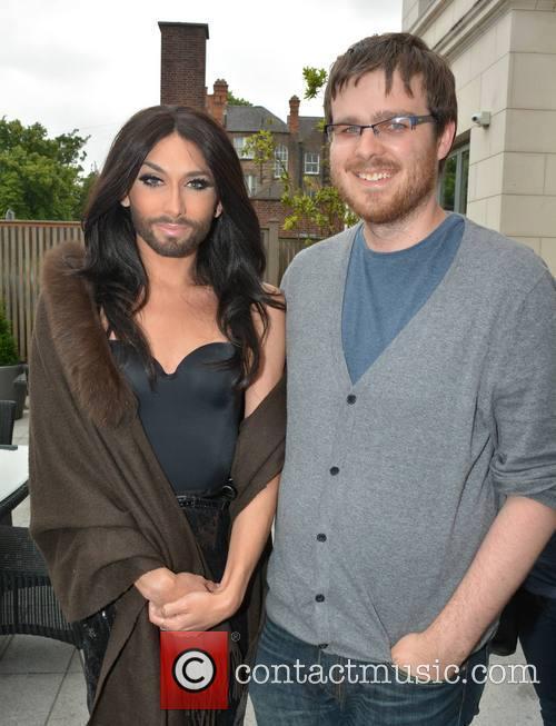 Conchita Wurst and Journalist Sam Hamilton 3