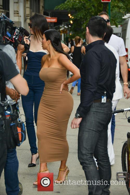 Kendall Jenner and Kim Kardashian 10
