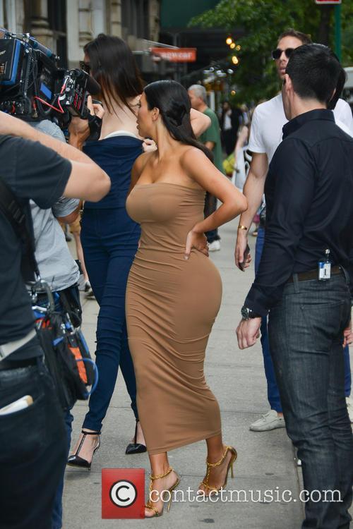 Kendall Jenner and Kim Kardashian 31