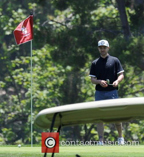 justin timberlake justin timberlake plays golf while 4262557