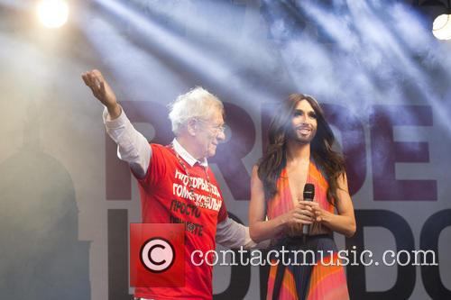 Ian Mckellen and Conchita Wurst 4