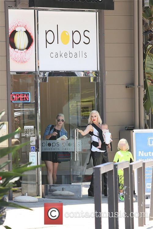 Gwen Stefani, Zuma Rossdale and Apollo Rossdale 6