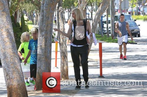 Gwen Stefani, Zuma Rossdale, Kingston Rossdale and Apollo Rossdale 9