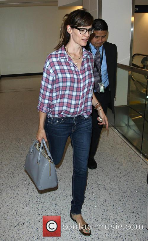 Jennifer Garner arrives at LAX airport alone