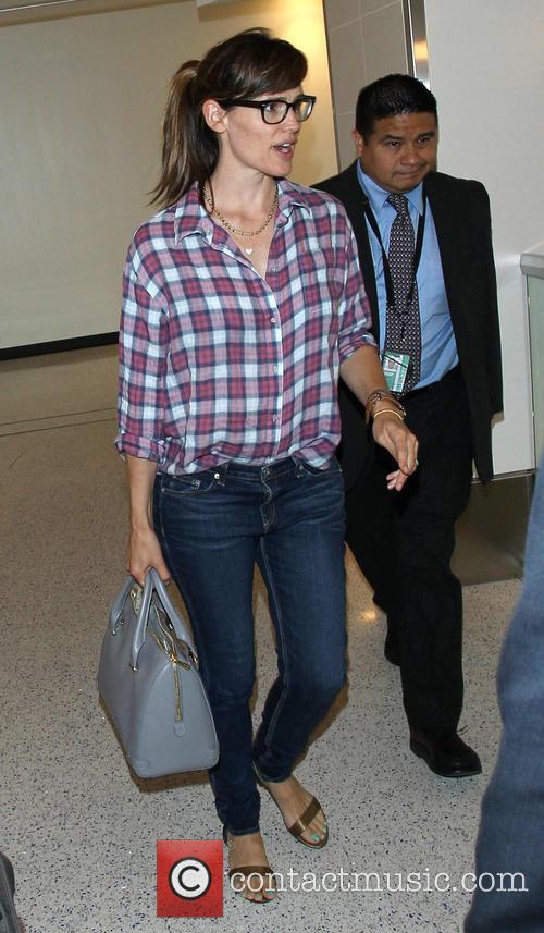 Jennifer Garner arrives at LAX airport alone
