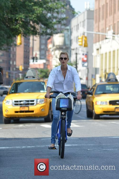 karlie kloss karlie kloss riding a citibike 4269040