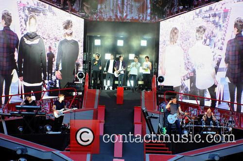one direction one direction performing live in 4269441