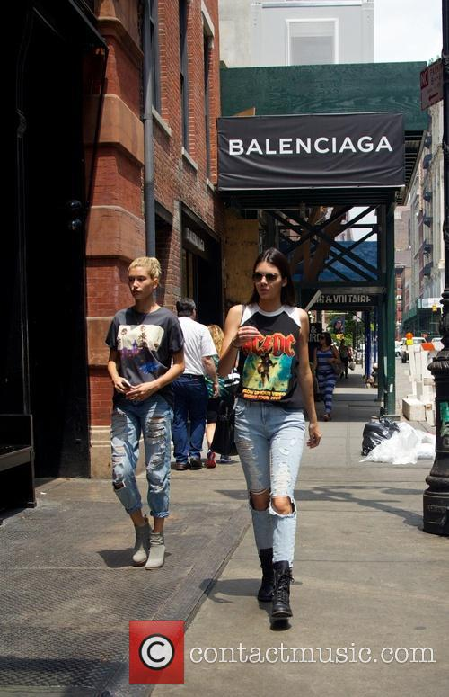 Kendall Jenner hangs out with Hailey Baldwin in...