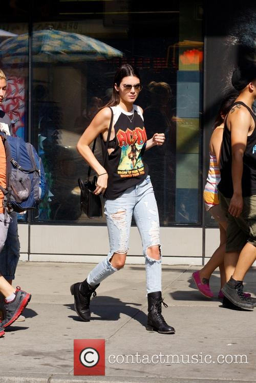 kendall jenner kendall jenner hangs out with 4270561