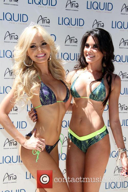 Jhenny Andrade and Camila Oliveira 2