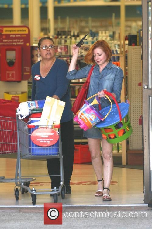 Alyson Hannigan leaving CVS With New Haircut