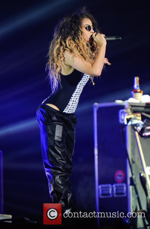 Ella Eyre and Rudimental 8