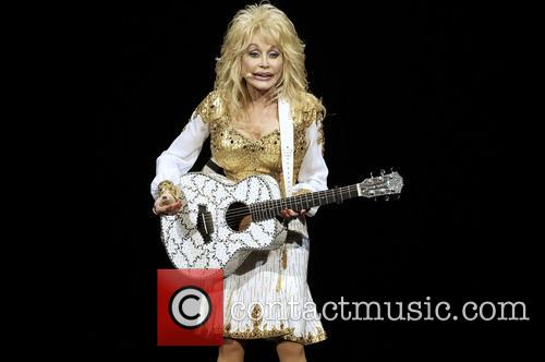 Dolly Parton Visits 'The Voice' And Offers Some 'Information' For Contestants