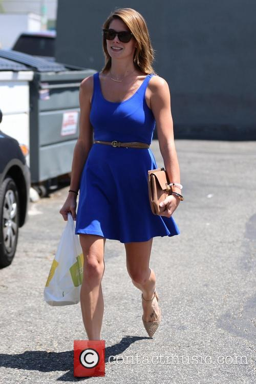 Ashley Greene picks up lunch