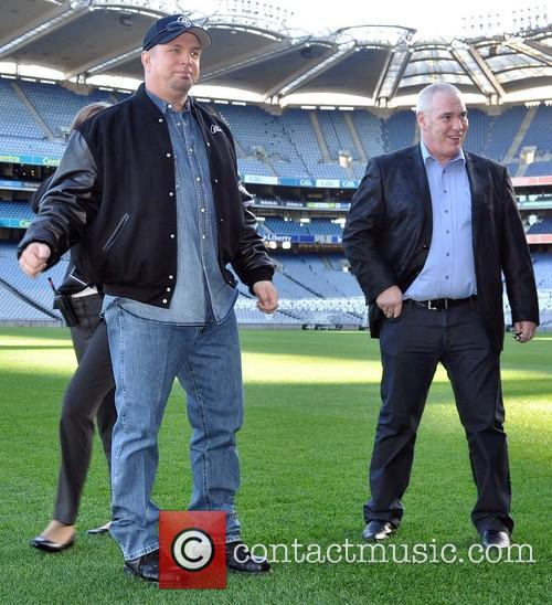 Garth Brooks and Concert Promoter Peter Aiken 7