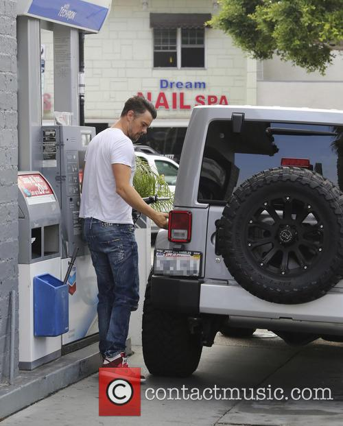Josh Duhamel pumps his own gas