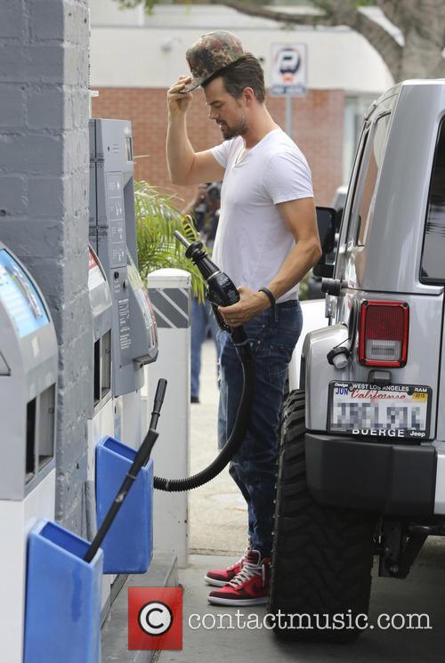Josh Duhamel pumps his own gas