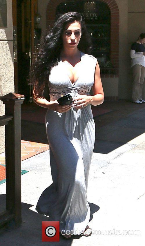 Reggie Bush's fiancée Lilit Avagyan spotted wearing her...
