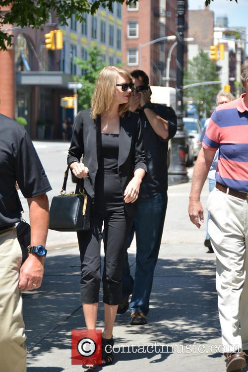 Taylor Swift 60