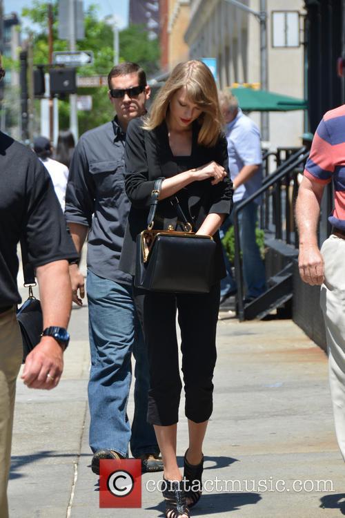Taylor Swift 77