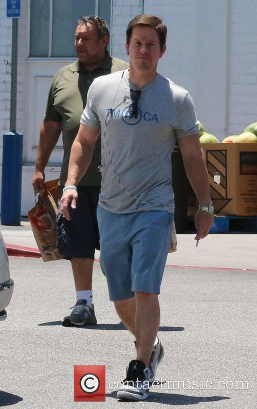 Mark Wahlberg shops with his dad