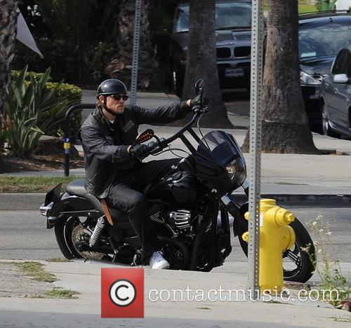 Charlie Hunnam films an action scene where he is involved in a fight while filming \Sons Of Anarchy\