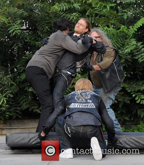 Charlie Hunnam, Jimmy Smits and Mark Boone Junior 4