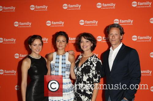 Haley Ramm, Italia Ricci, Mary Page Keller and Steven Weber