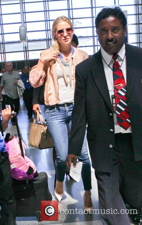 Kate Hudson, Los Angeles International Airport (LAX)