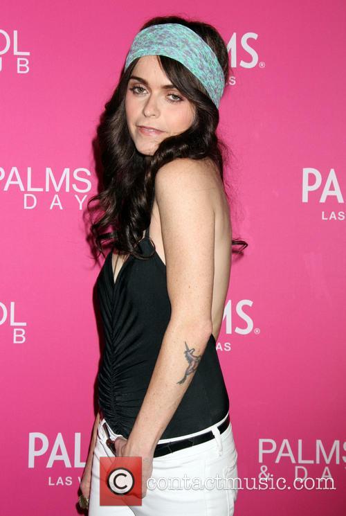 Taryn Manning guest DJ's at Palms Pool &...