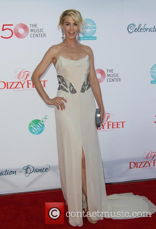 Jenna Elfman 4