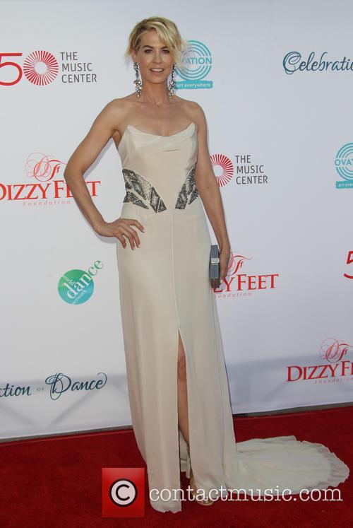 Jenna Elfman 6