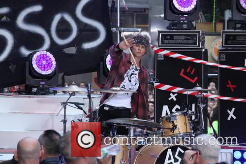 Ashton Irwin 2