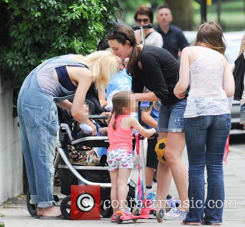 Gwen Stefani out with her family