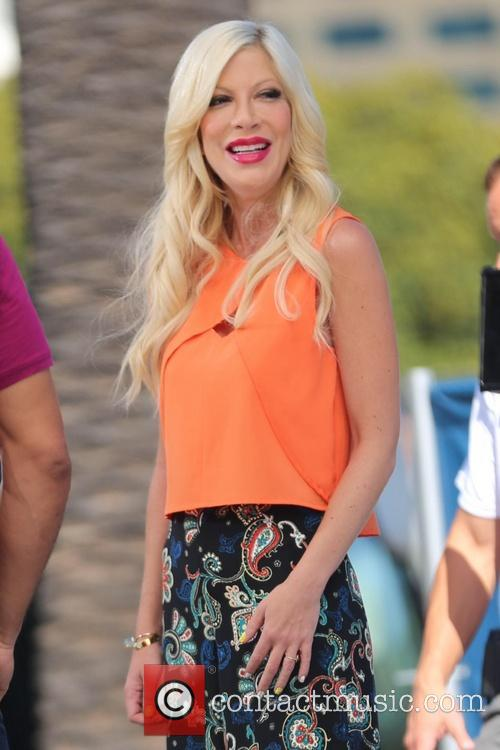 Tori Spelling appears on 'Extra'