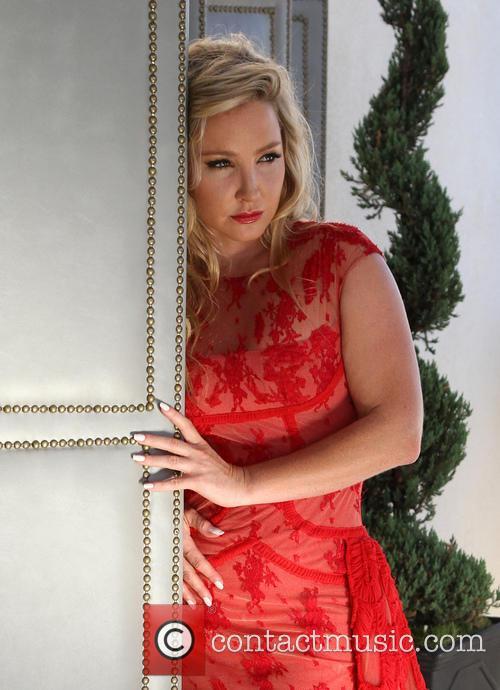 Nikki Lund 5