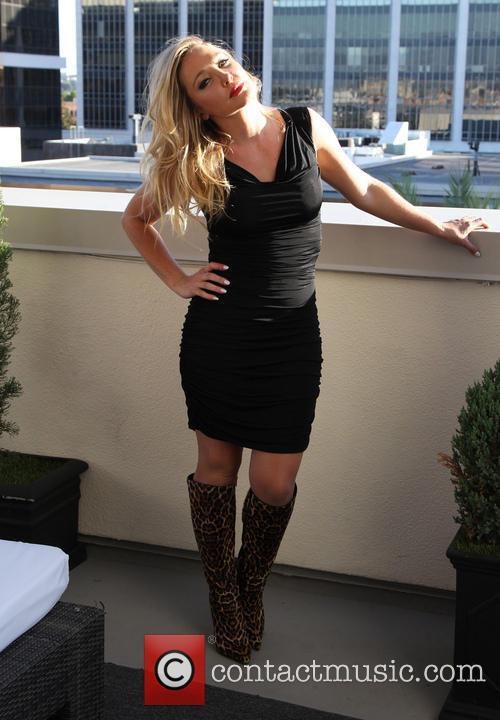 Nikki Lund 6