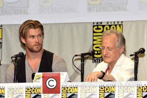 Chris Hemsworth and Michael Mann 2