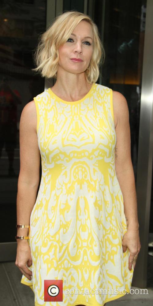 Jennie Garth promoting family series 'Mystery Girls'