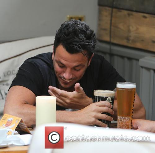 peter andre peter andre enjoys a drink 4306390