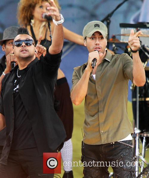 Enrique Iglesias and Sean Paul 8