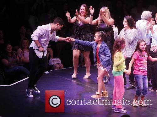 Val Chmerkovskiy and Audience Members 4